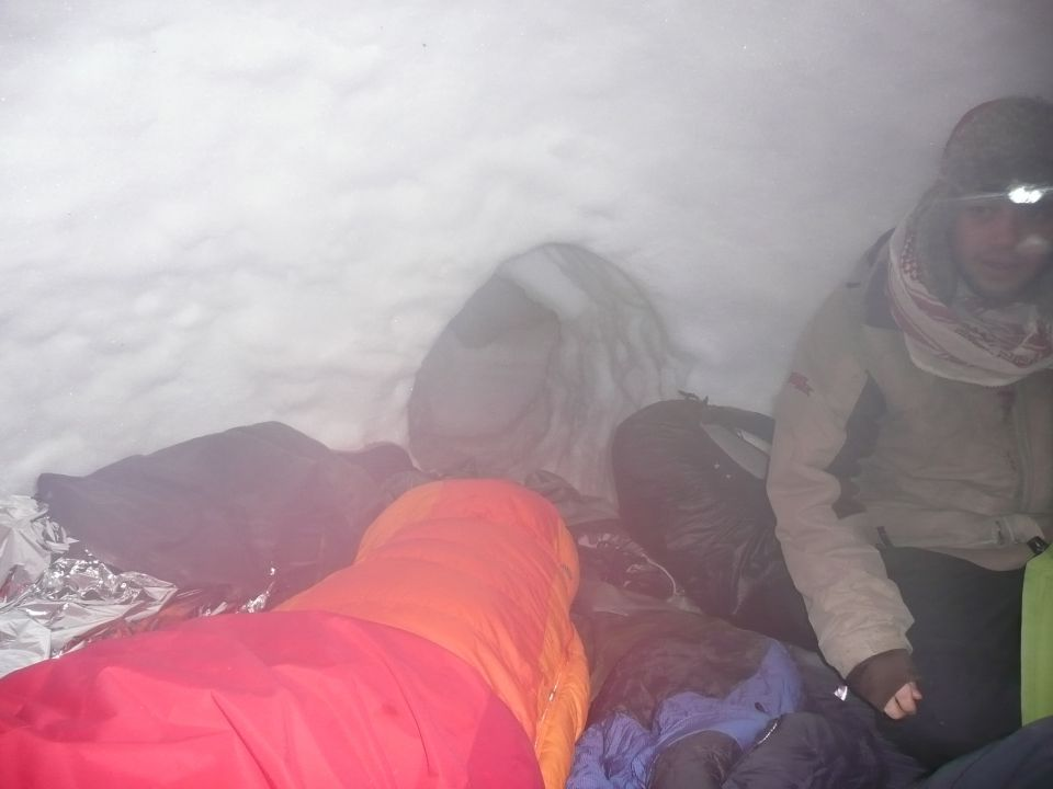 Nuit dans igloo carnets nordiques for Interieur igloo