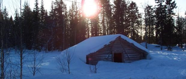 Cabane recouverte de neige Junosuando Laponie