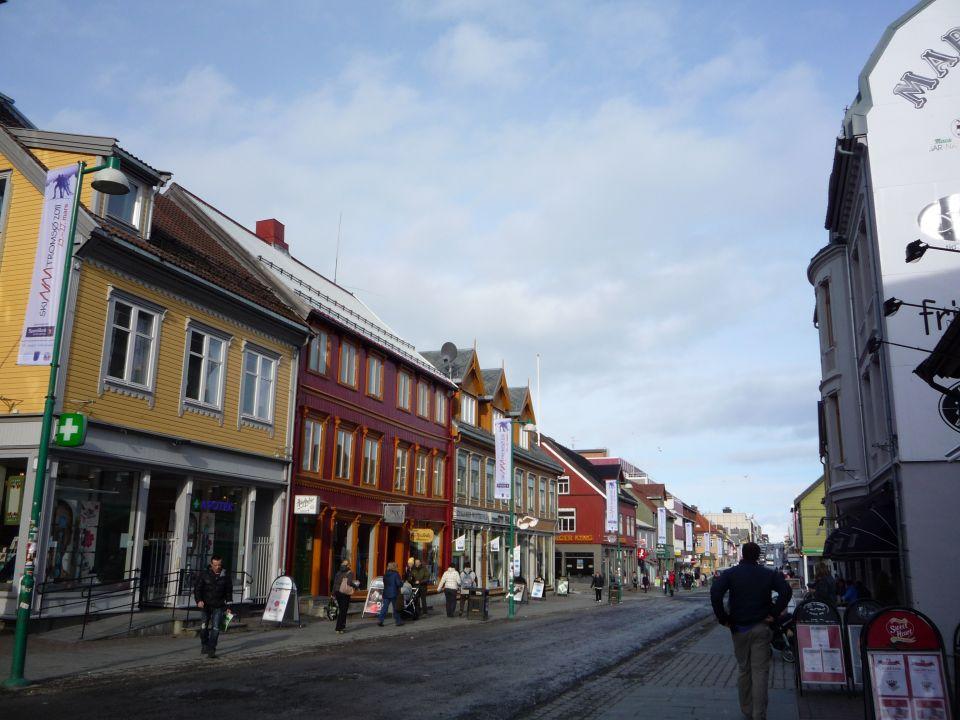 Maisons en bois a troms en norvege carnets nordiques for Maison bois nordique
