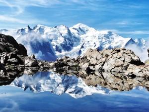 lac et vue sur le Mont-blanc