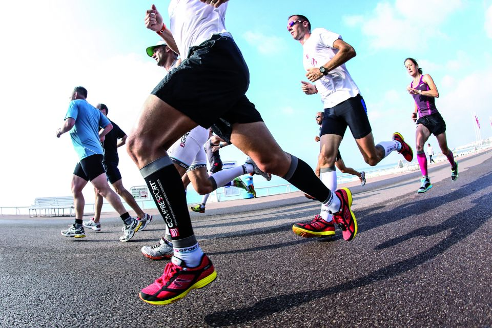 COMPRESSPORT - Running - Equipement noir et blanc