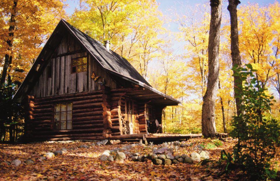 Cabane au Quebec en automne