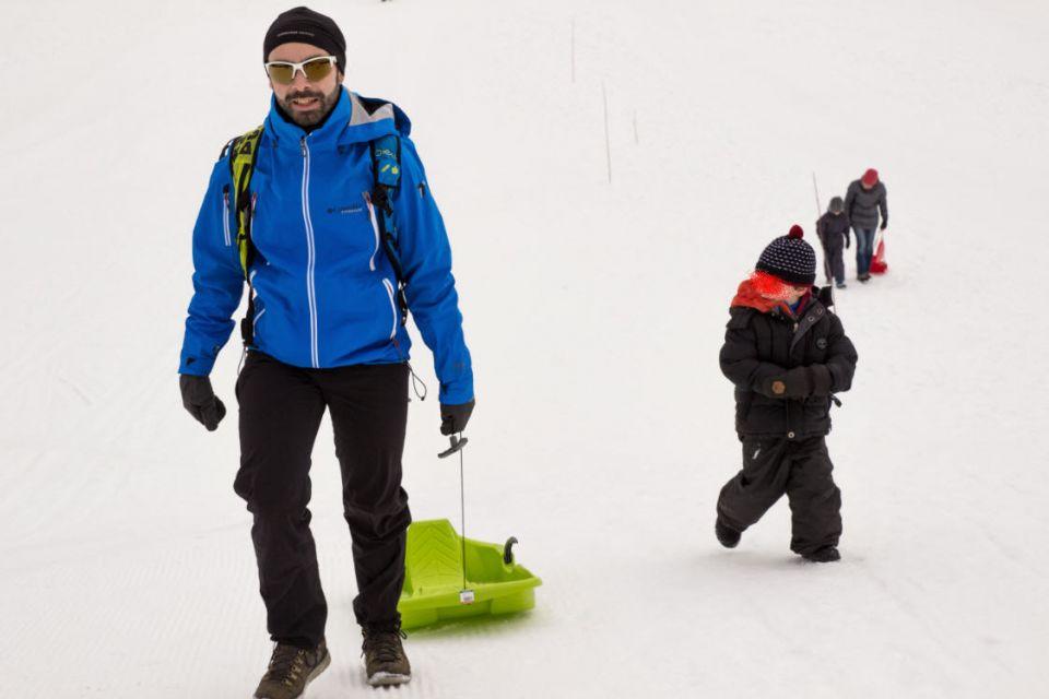 Enfant vacances neige luge